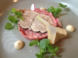 steak tartare with truffles, artichokes and fried onion