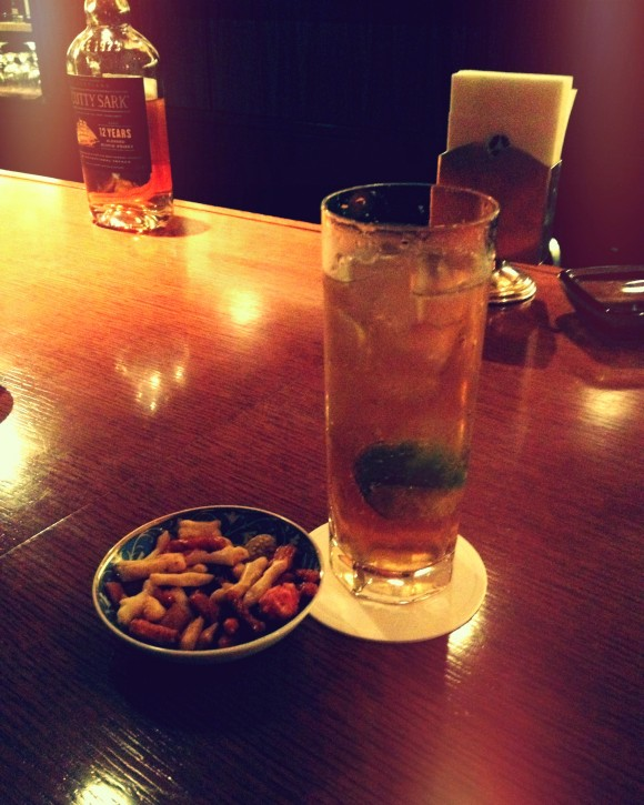 moscow mule with a side of japanese crackers