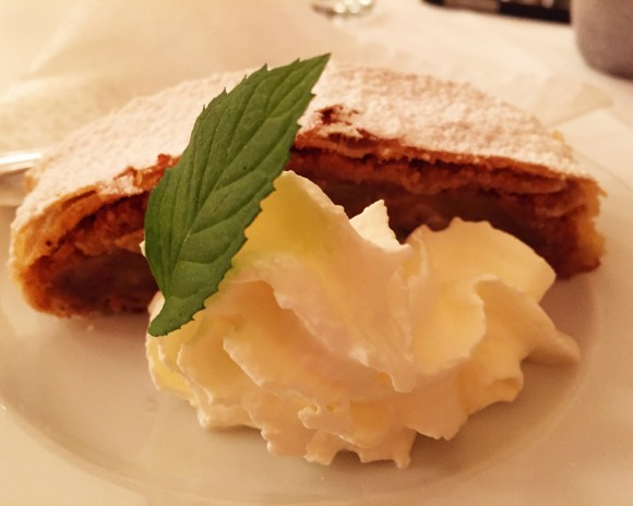 ottenthal - apple strudel