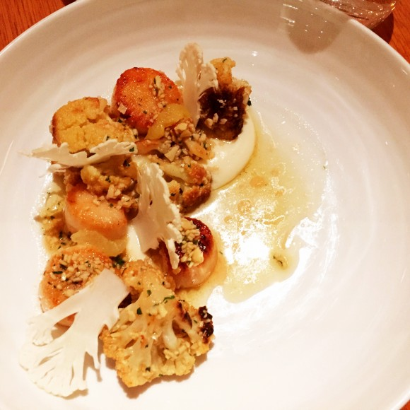 seared scallops with cauliflower, almonds and lemon
