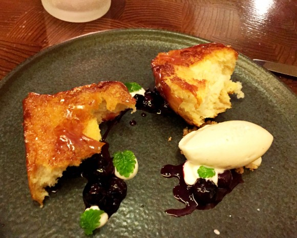 caramelized milk bread with blueberries and butter ice cream